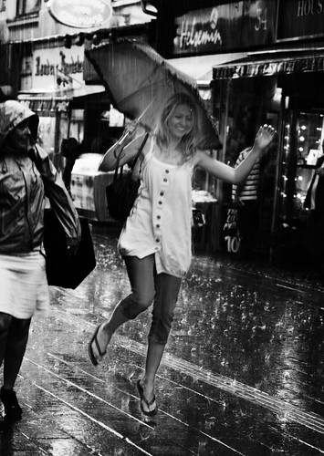 Dancing in the rain (76150 - 3)