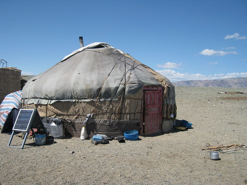 How to set up a Mongolian yurt