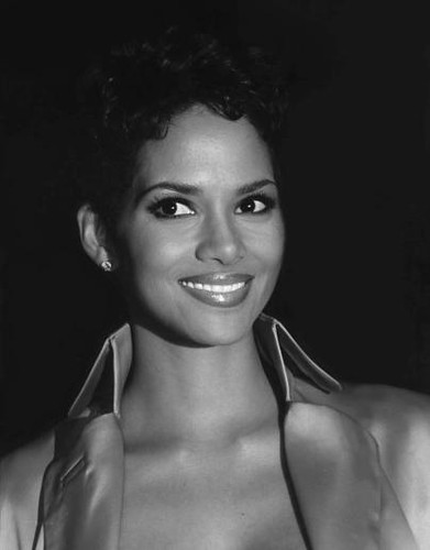 Halle  Berry   ©    copyright 2009
