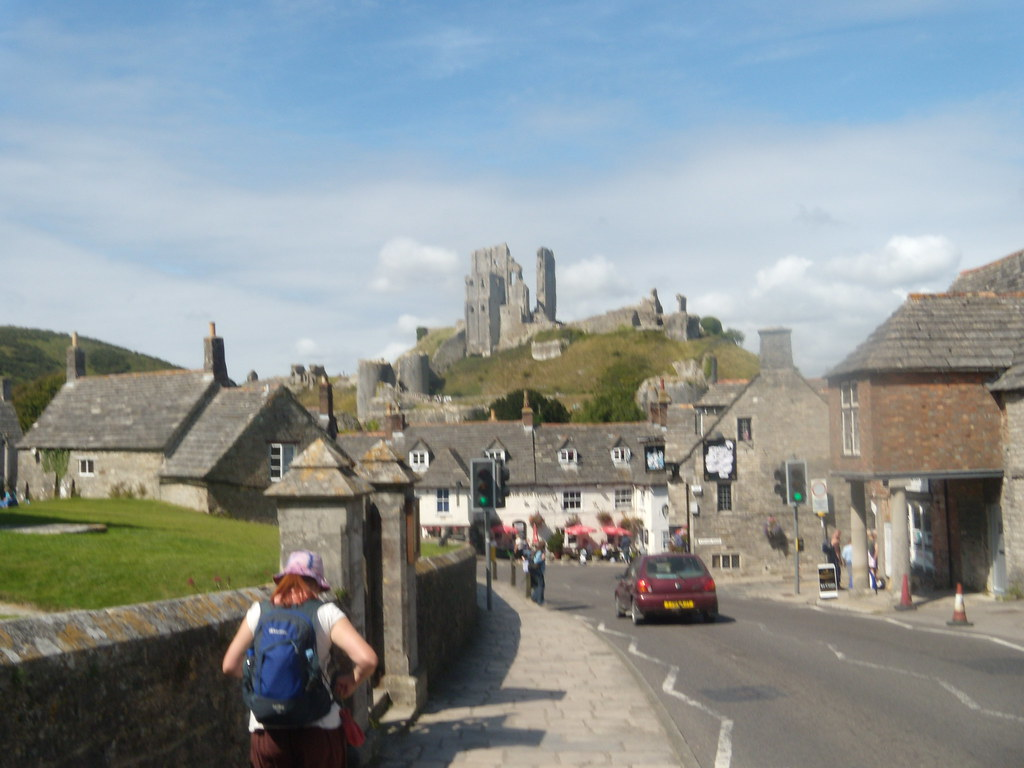 Starting at Corfe Castle Corfe Castle to Lulworth Cove (Dorset)
