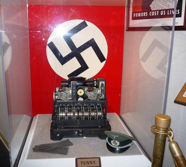 الغواصة النازية U-110..والفيلم الامريكى U-571 ..! 3813334062_0591639386_z
