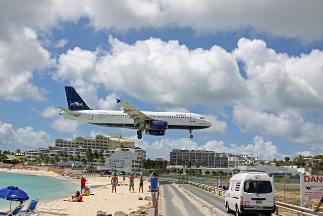 Photo:plane landing over simpson bay By:steve conry