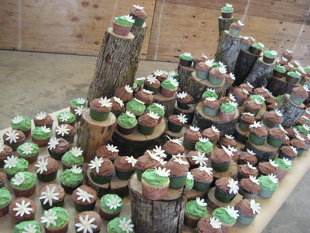 green and brown rustic wedding cupcakes