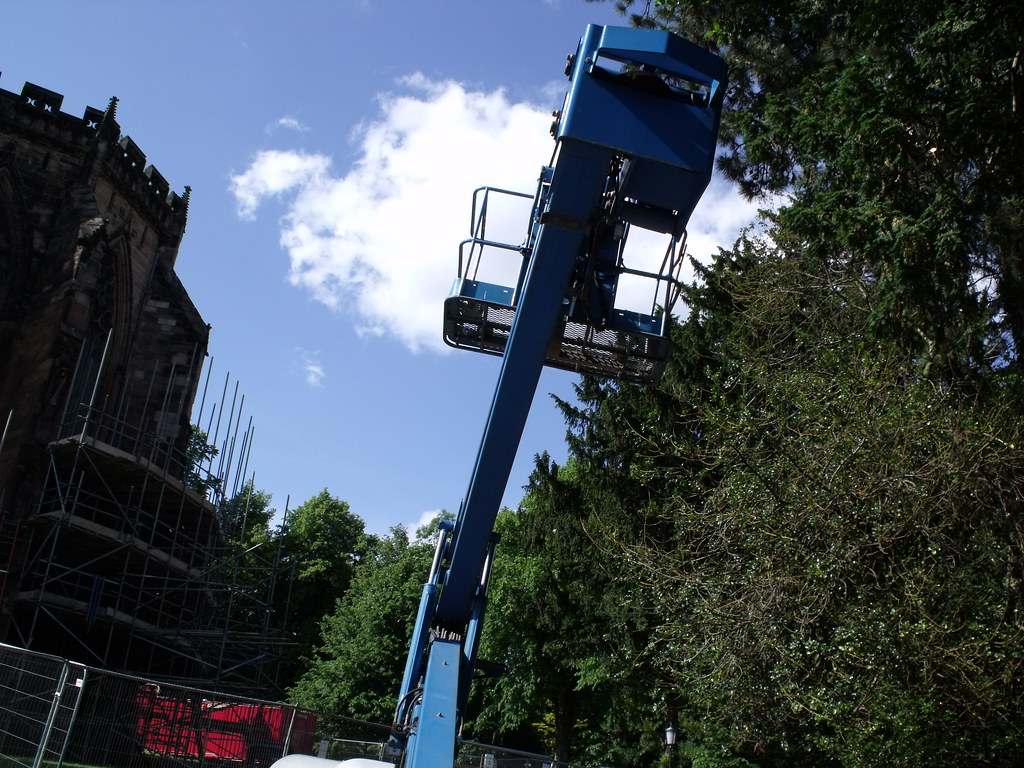 blue lifting vehicle - scissor lift in Lichfield