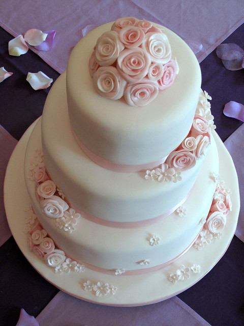 Wedding Cake Pictures With Roses : Wedding Cake 01 - a gallery on Flickr
