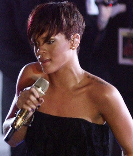 Female Singers Neck Veins