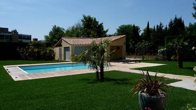 Terrasse piscine bois exotique ip margelles ip aix en for Terrasse piscine bois
