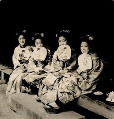 (animated stereo) Four Maiko in Meiji-era Japan.
