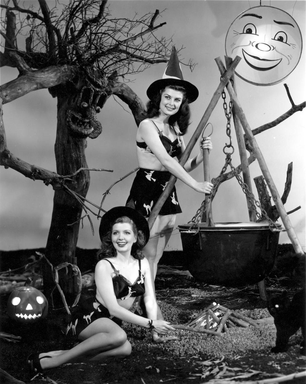 Vintage Porn Halloween 45
