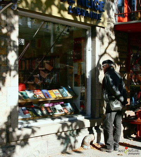 man reflection shadows montreal balcony books beret bookshop manpurse shopper ruestdenis librarie rosyoutlook rosyoutlookphotography
