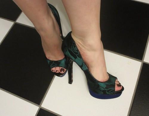 Dark green peep toes