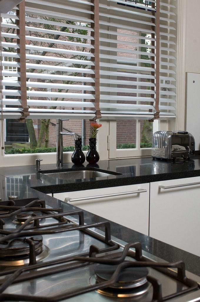 hansa aluminium jaloezieen 50mm met ladderband in keuken