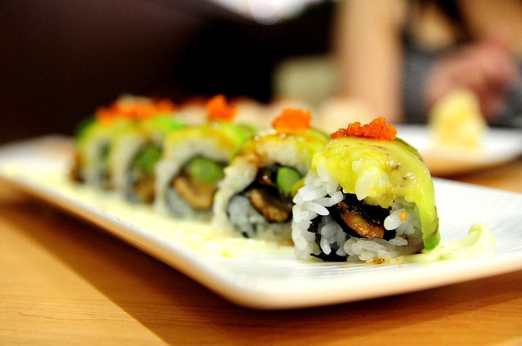 Rainbow Row Sushi 紅彩壽司-火龍酪梨卷 NT$220