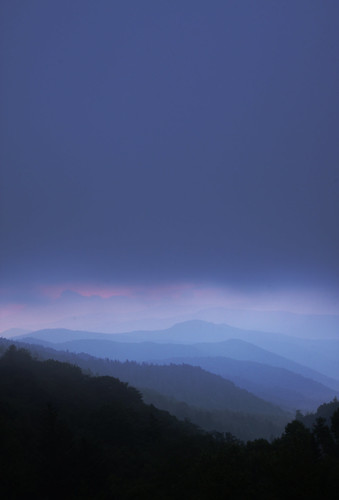 mountains clouds sunrise dawn horizon layers smoky depth smokymountains smokymountainnationalpark explored theunforgettablepictures concordians