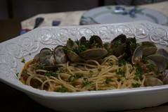 vegetable(0.0), vegetarian food(0.0), linguine(0.0), produce(0.0), spaghetti alle vongole(1.0), italian food(1.0), spaghetti(1.0), pasta(1.0), clam sauce(1.0), food(1.0), dish(1.0), cuisine(1.0),