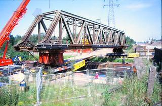Verwijderen oude spoorbrug in Best