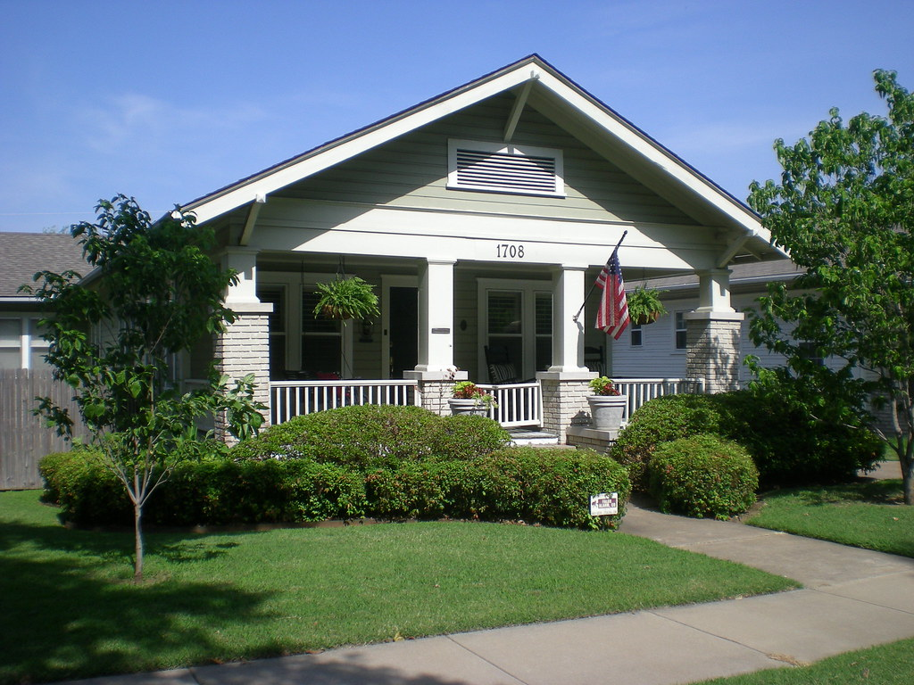 Craftsman bungalow a photo on flickriver for Craftsman style homes in okc