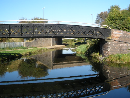 Rushall Junction Bridge and looking down the Rushall canal