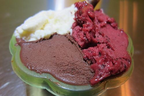 Gelato Bar: chocolate, blueberry & banana gelato