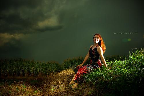 lighting portrait green nature girl beautiful sumatra model outdoor cornfields russian photomodel sb800 zenya tembung