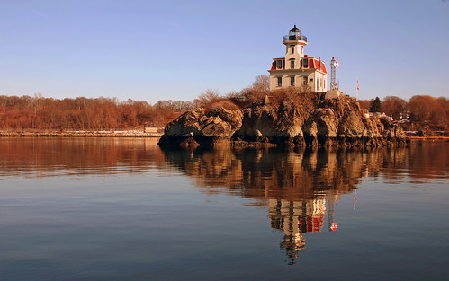 Pomham Rocks Lighthouse, Rhode Island by nelights
