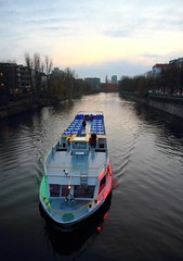 Schiff auf der Spree