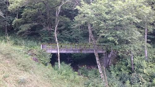 大弛峠アプローチにて、旧道橋
