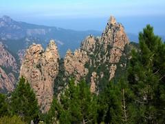 Remontée du sentier de Bocca di Monte Bracciutu : à l'arrivée au GR20, le Monte Bracciutu et son bras