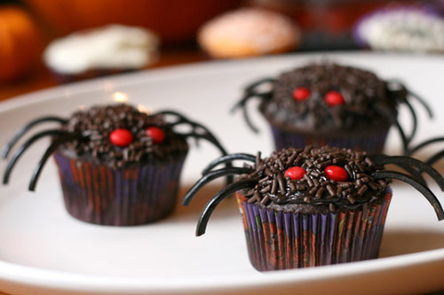 Spiders spiders spiders for Halloween mini cupcake decorating ideas