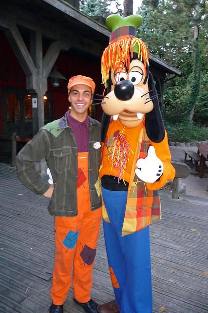Scarecrow Goofy and his CM