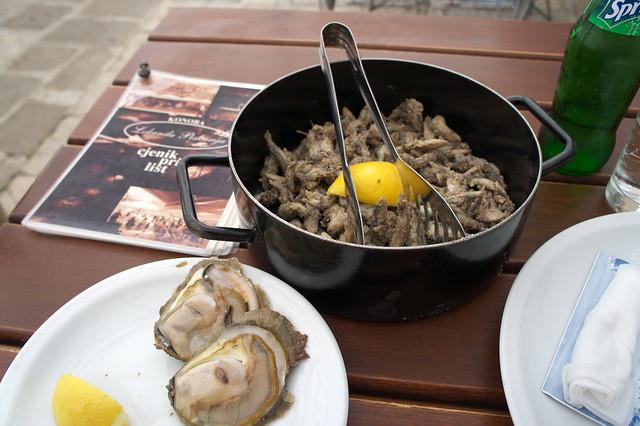 牡蠣と小魚の揚げたもの