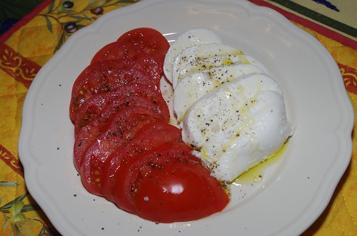 Mozzarella and tomatoes by La belle dame sans souci