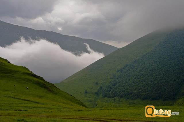 Piękny krajobraz Kazbegi