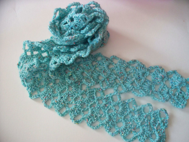 Shawl Wrap In Crocheted Spider Lace and Blocks Design Free Pattern