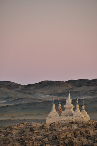 sunset mountain montagne desert stupa mongolia gobi coucherdesoleil désert mongolie mongolien монголулс bayangobi пустыня bayankhongor кочевник гоби баянхонгор bayangovi баянговь