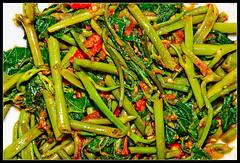 cayenne pepper(0.0), bird's eye chili(0.0), produce(0.0), vegetable(1.0), green bean(1.0), food(1.0),