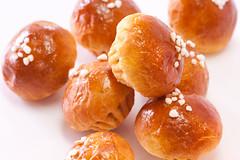 sufganiyah(0.0), gulab jamun(0.0), candied fruit(0.0), produce(0.0), fruit(0.0), anpan(0.0), loukoumades(0.0), pä…czki(0.0), baked goods(1.0), profiterole(1.0), food(1.0), dessert(1.0), cuisine(1.0),