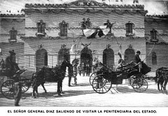pack animal(0.0), vehicle(1.0), mode of transport(1.0), coachman(1.0), history(1.0), monochrome photography(1.0), horse harness(1.0), horse and buggy(1.0), chariot racing(1.0), carriage(1.0),