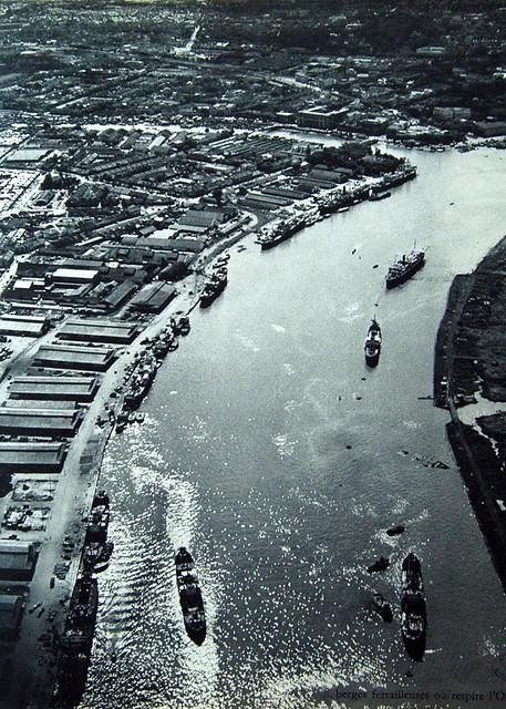 La rivière de Saigon, les docks