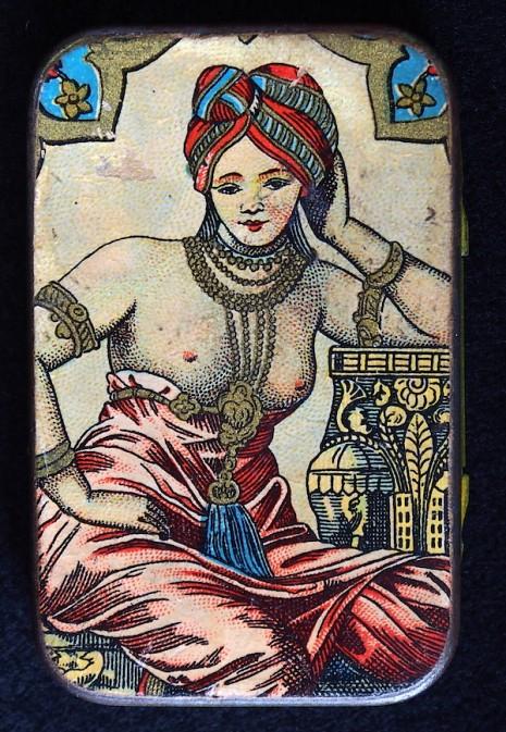 仕女、裸女肖像營造優雅形象 1910 到 1950 年的復古保險套包裝15