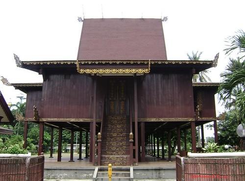 Tmii Rumah Adat Kalsel Foto Kelana Flickr
