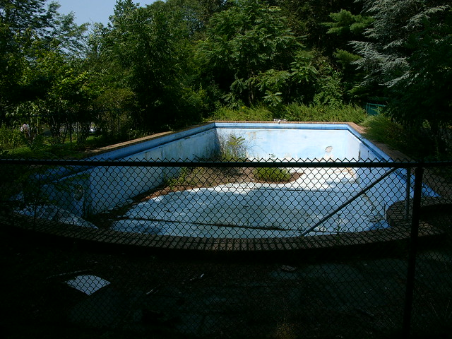 Abandoned swimming pool chatham nj flickr photo sharing for Disused swimming pools