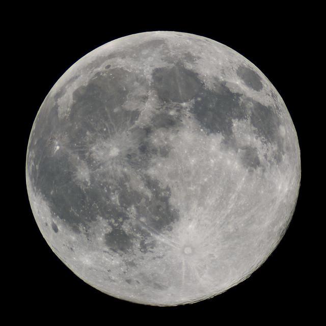 Full Moon (Canon 40D @ 2500mm)