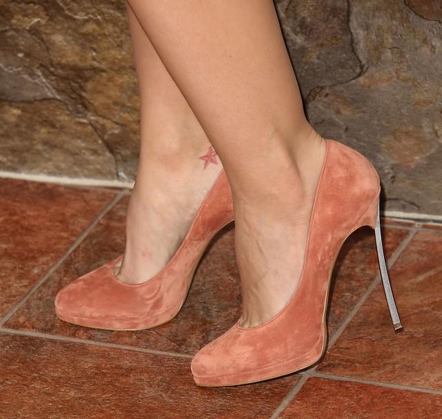 Minka Kelly Feet Legs