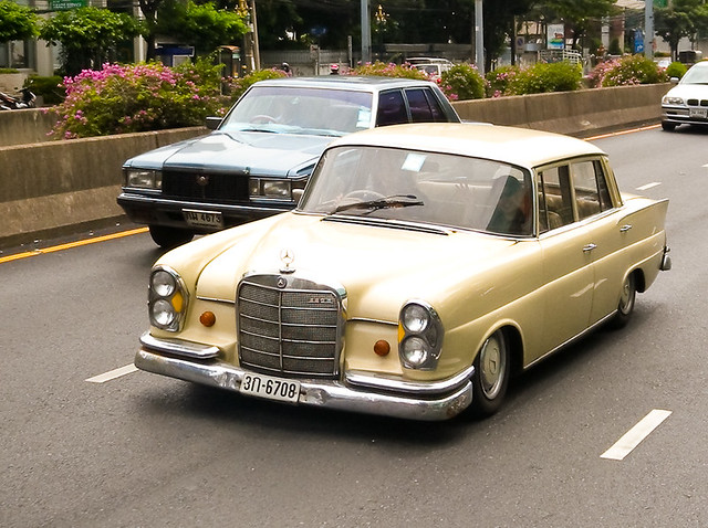 Old mercedes benz on sathorn road i don 39 t know the model for Old mercedes benz models