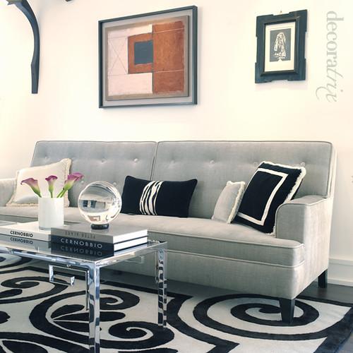 un saln elegante y sofisticado en gris y negro