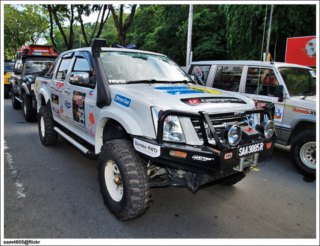 4x4 Borneo Safari 2009 Flag Off - Isuzu DMAX LS