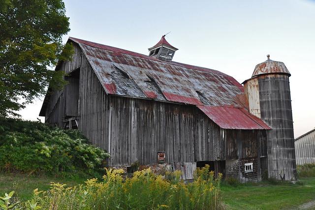Vieille grange avec silo en bois flickr photo sharing - Vieille poutre en bois a vendre ...