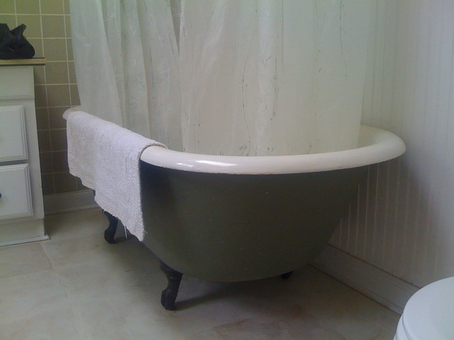 Painted clawfoot tub 75 flickr photo sharing - Painted clawfoot tub exterior pict ...