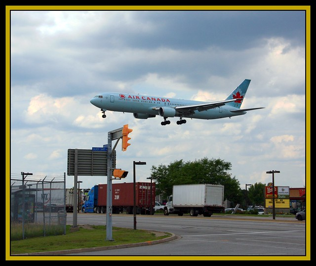 Toronto Pearson International Airport: Toronto Pearson International Airport Air Canada Landing